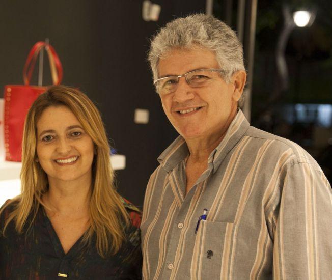 O casal de empresários, Eliana Custódio de Melo e Gildo de Melo, assumiu a franquia da Santa Lolla em Maceió. Crédito: Divulgação